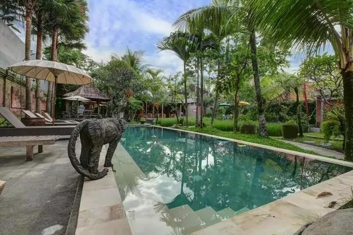 Piscina hotel Gana