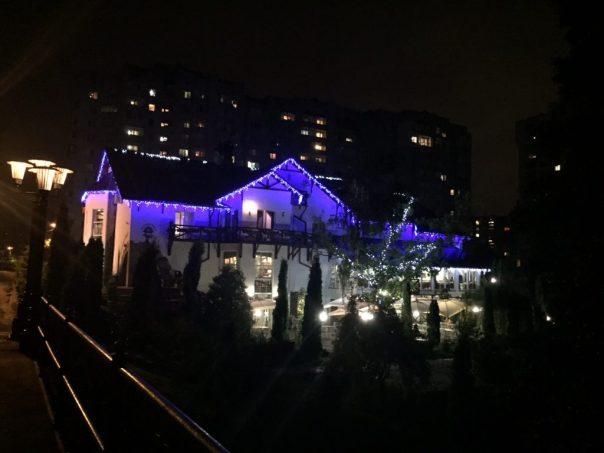 Tak nocą wygląda nasz hotel - Zdybanka