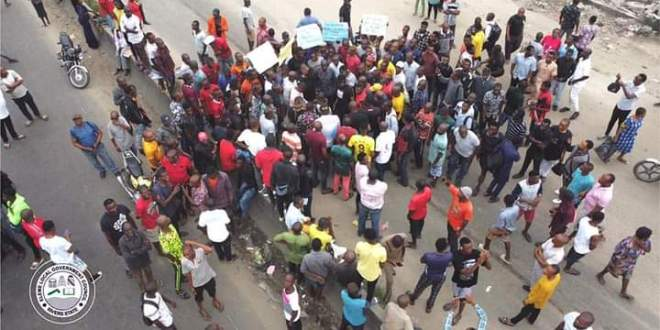 We Will Not Remove Blockade On  East/West Road Until Contractor Mobilizes To Site – Protesters