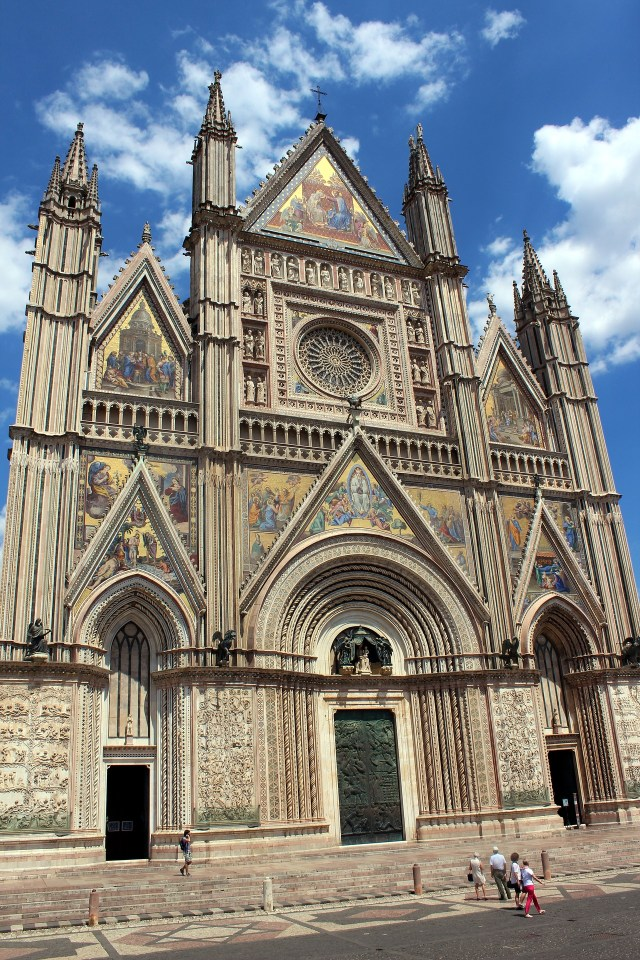 Exploring the Duomo di Orvieto is one of the best things to do in one day in Orvieto!