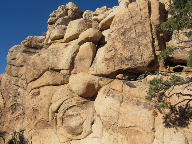 Boulders at Joshua Tree NP, California: Joshua Tree NP is one of the best day trips from Palm Springs you can do!
