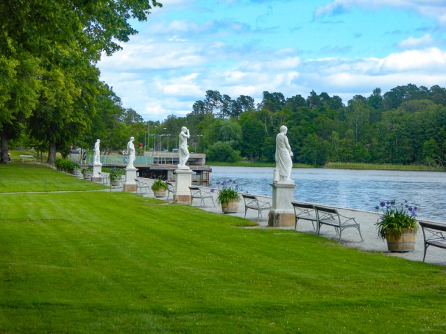 Walkway to Drottningholm Palace from the boat dock