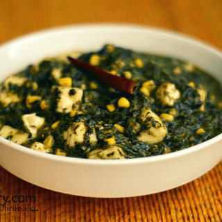 Paneer cooked in spinach gravy with corn