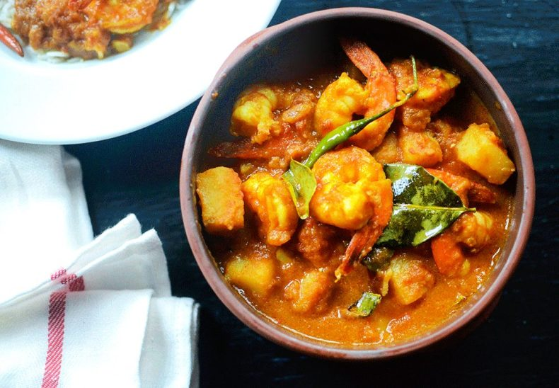Thai inspired Bengali shrimp curry with lime leaves or Best Bengali prawn curry recipe.