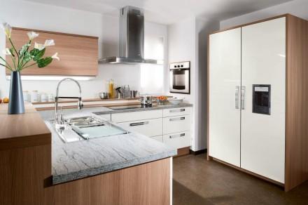 Kitchen Set Minimalis Motif Kayu Dan Warna Putih