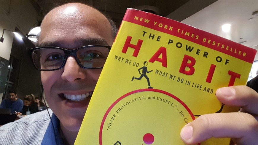 Picture of Oscar Gonzalez holding The Power of Habit book