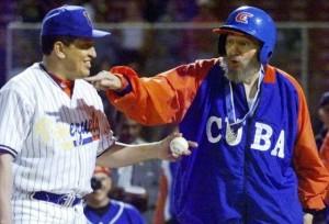 Castro y Chávez, durante un partido de béisbol en Venezuela en 2000. / REUTERS