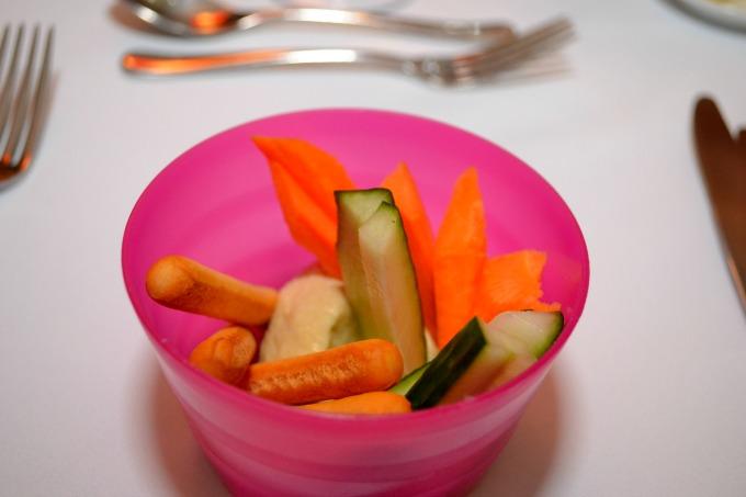kids-snacks-in-bowl