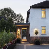 XXS Portico Extension by Brosh Architects