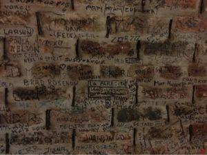 Detalle de la pared interior de The Cavern (Liverpool)