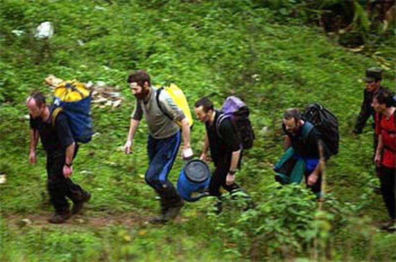 3 Militares británicos tras ser rescatados el jueves de la cueva de San Miguel de Zinacapan_REUTERS