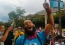 El ataque contra el líder estudiantil Lucas Villa pone de luto a Colombia ; su familia espera un «milagro»