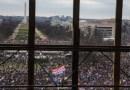 Nuevos videos de la insurrección del Capitolio muestran a policías siendo golpeados