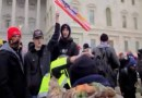 Nuevos videos de la insurrección en el Capitolio muestran a policías golpeados a puñetazos