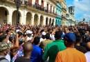 Video muestra el momento en que detienen a joven durante las protestas del 11 de julio en La Habana
