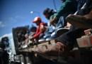 """Presidente de México dice que se seguirá """"conteniendo"""" la inmigración luego de disolver caravana en el sur del país"""