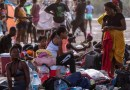 Fotoreportaje: miles de migrantes esperan en un albergue improvisado bajo un puente de Texas