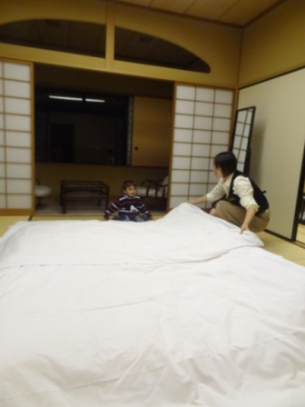 Hilton Tokyo Bay - Japanese Suite - Making the bed