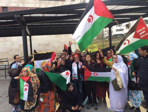 Numeroso recibimiento a las activistas Patricia Ibáñez e Irati Tobar tras ser expulsadas del Sáhara Occidental 🇪🇭
