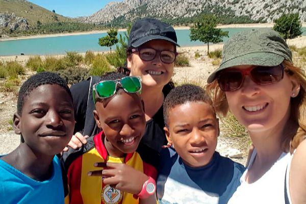 VACANCES EN PAU «Desde el momento en que llegan a casa, los niños saharauis son uno más de la familia» – El Mundo