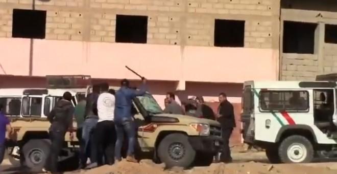 Marruecos Sáhara: Fuerzas marroquíes apalean brutalmente a varios saharauis cuando recibían a un preso político liberado en el Sáhara ocupado | Público