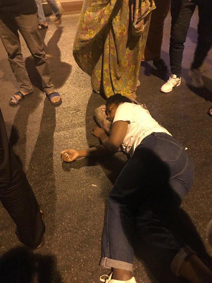 El régimen de ocupación marroquí asesina al menos a una joven saharaui 🇪🇭 mientras celebraba la victoria de #Argelia 🇩🇿 en la final de la #africacup