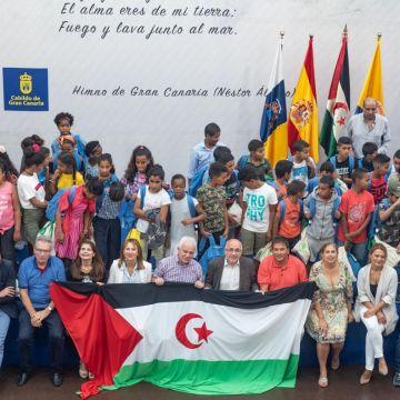 Presidente del Cabildo de Gran Canaria, Antonio Morales, recibe a los niños y niñas saharauis | Sahara Press Service