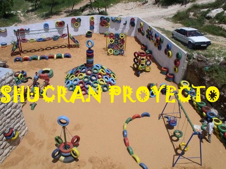 SHUCRAN – La realización de parques infantiles en los campamentos de refugiados saharauis se hace con el objetivo de crear un espacio donde prime la ilusión, la imaginación y la felicidad en medio del desierto.