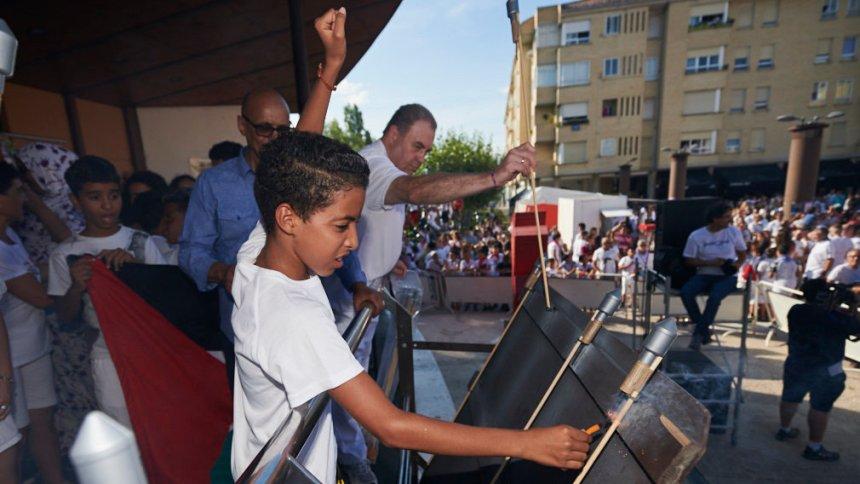 Berriozar da la bienvenida a sus fiestas de la mano de los niños saharauis acogidos este verano en Navarra –  Navarra,com