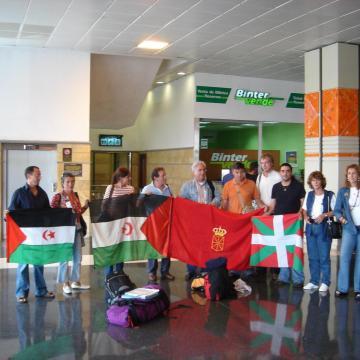 La aerolínea BINTER, que nos impidió a una delegación navarra volar a El Aaiun ocupado en 2005, ofrecerá en invierno conexión con Canarias desde Noáin. Cero en solidaridad. — Conavegación