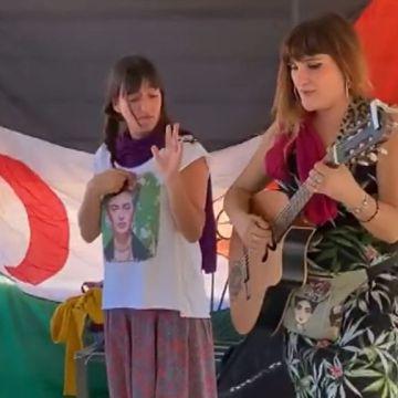 Rozalén rompe por unos días el silencio del Sáhara – telecinco