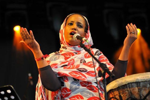 Le nouvel album de la sahraouie Aziza Brahim, une des plus belles voix d'Afrique du Nord