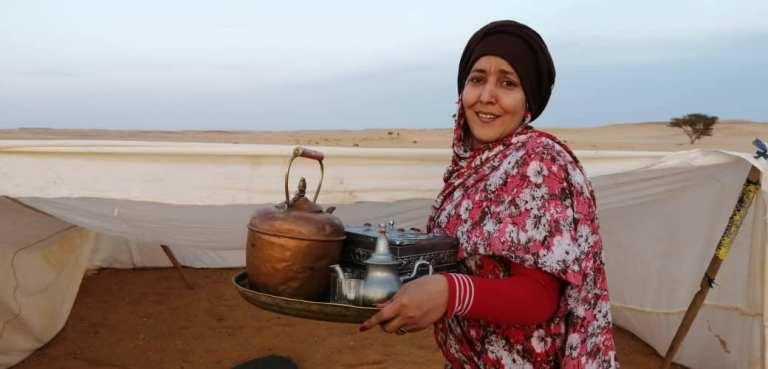 Estrenan en los campamentos el corto «Toufa» que narra el sufrimiento de tres generaciones de mujeres saharauis