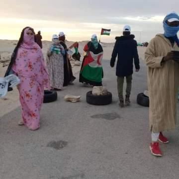 Manifestantes saharauis han bloqueado el paso ilegal de El Guerguerat para protestar contra el  Rally África Eco Race