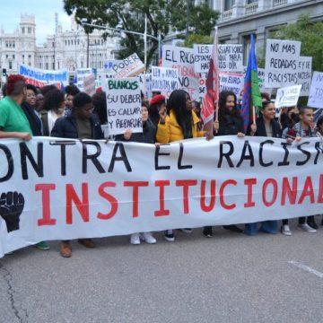 España: colonialismo de serie B – Kaos en la red