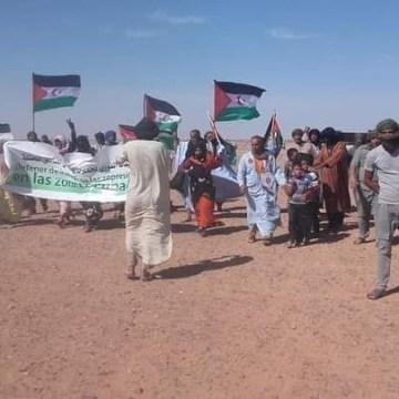 Un grupo de saharauis se ha manifestado frente al cuartel de la MINURSO en Bir Lehlu (Sáhara Occidental liberado)