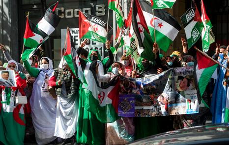 Saharauis ante el Consulado marroquí, contra la represión y por la autodeterminación | Euskal Herria | Naiz