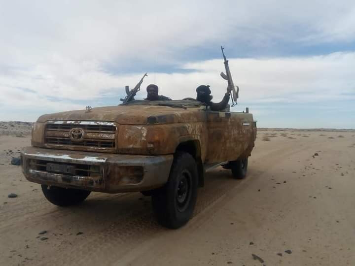El Ejército saharaui continúa bombardeando fuertemente posiciones del ejército marroquí a lo largo del muro militar que divide el Sáhara Occidental