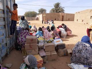 Comienza el reparto de la 'Caravana por la Paz' que envió el movimiento solidario español para los refugiados saharauis