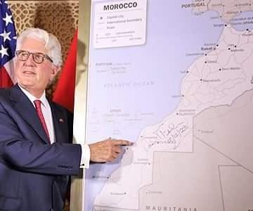 David Fischer, el embajador de EE.UU que regaló a Mohamed VI el «nuevo mapa de Marruecos»,abandona Rabat