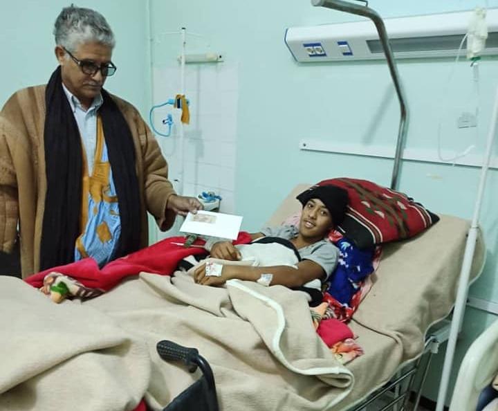 Sidi, el adolescente saharaui víctima de la explosión de una mina antipersona, se recupera en el hospital de Tinduf
