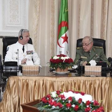 El Jefe del Estado Mayor del Ejército Argelino recibe al jefe del estado mayor francés y le traslada que la seguridad regional del Maghreb está ligada a la de Argelia.