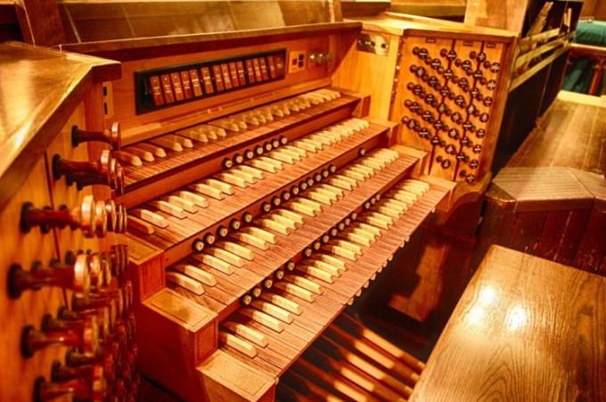 alat musik modern organ