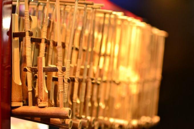 alat musik tradisional jawa barat angklung
