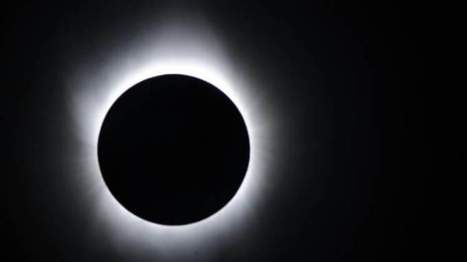 teks tanggapan kritis tentang gerhana matahari
