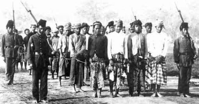 Para pejuang Aceh yang ditanggap oleh Belanda
