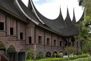 Bentuk Bangunan Rumah Gadang