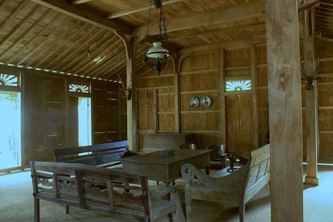 Omah Njero bagian dari rumah adat jawa timur
