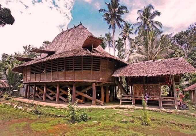 Rumah Adat Nias Tengah
