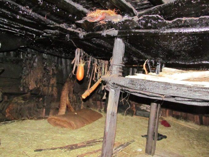 bagian dalam rumah adat honai
